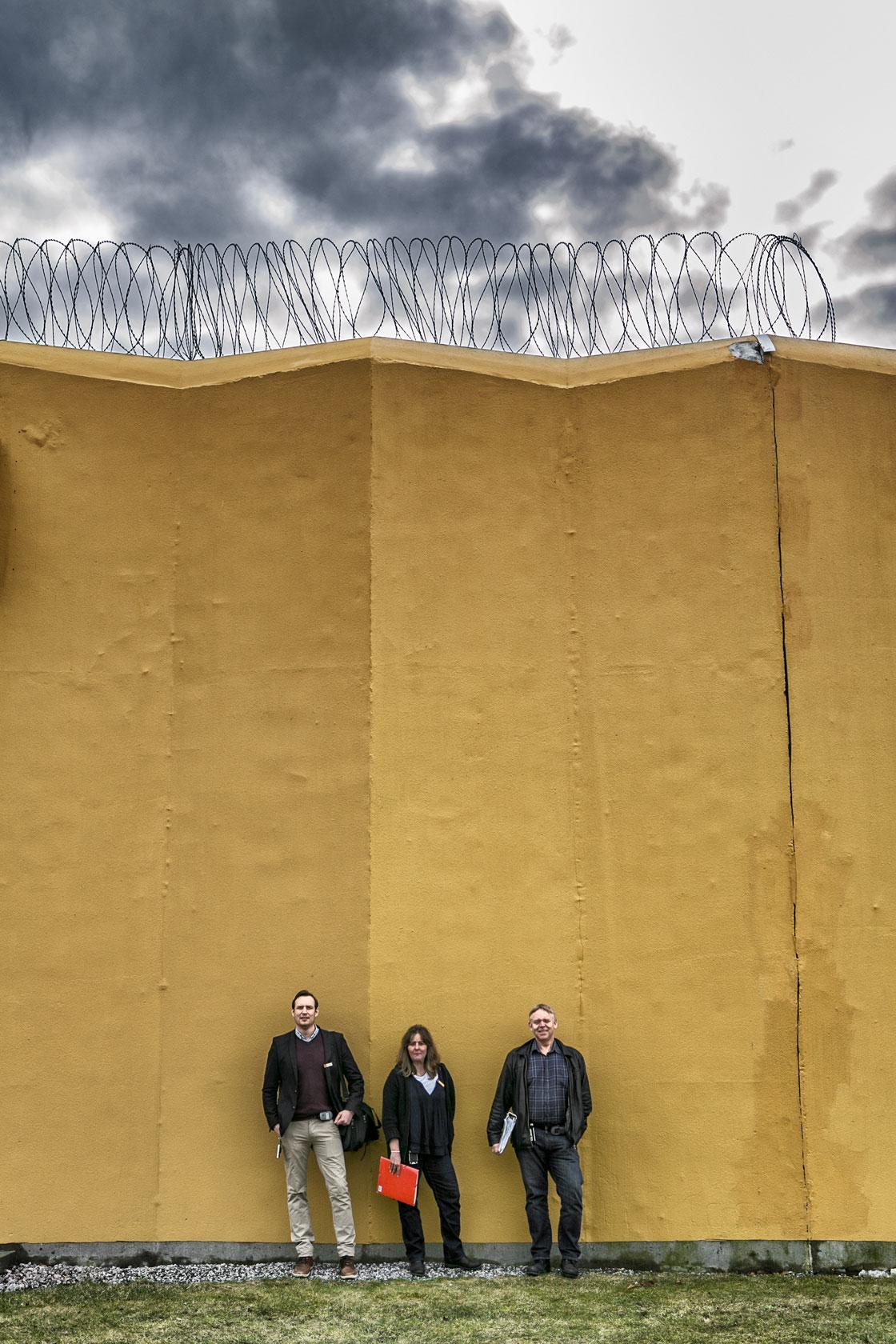 Chriastian Johansson, Annica Bolin och Björn Jonsson är lärare innanför murarna. Foto: Magnus Fond