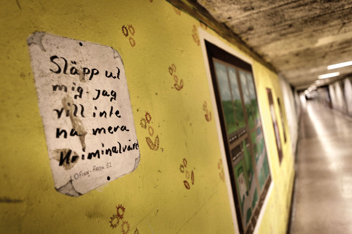 I underjorden löper långa kulvertar till de olika byggnaderna på området. Det finns totalt åtta olika lärcenter på Kumlaanstalten. Foto: Magnus Fond