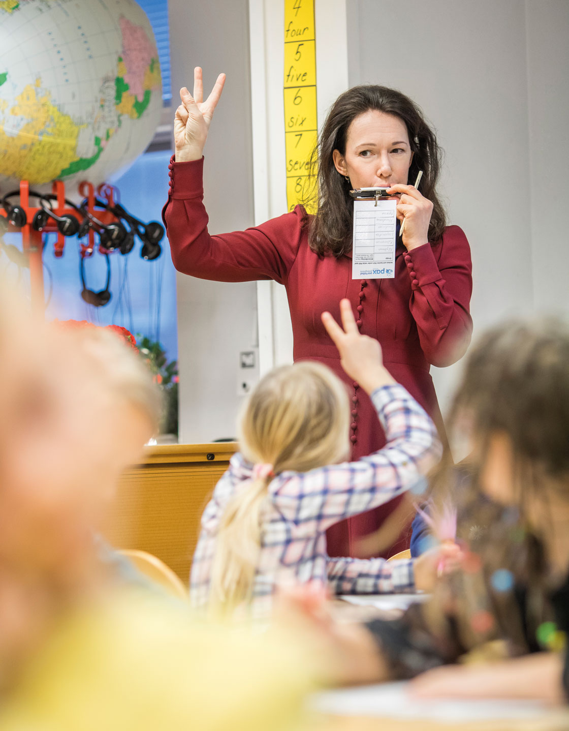 Maria Lychnell utövar Pax i klassrummet.