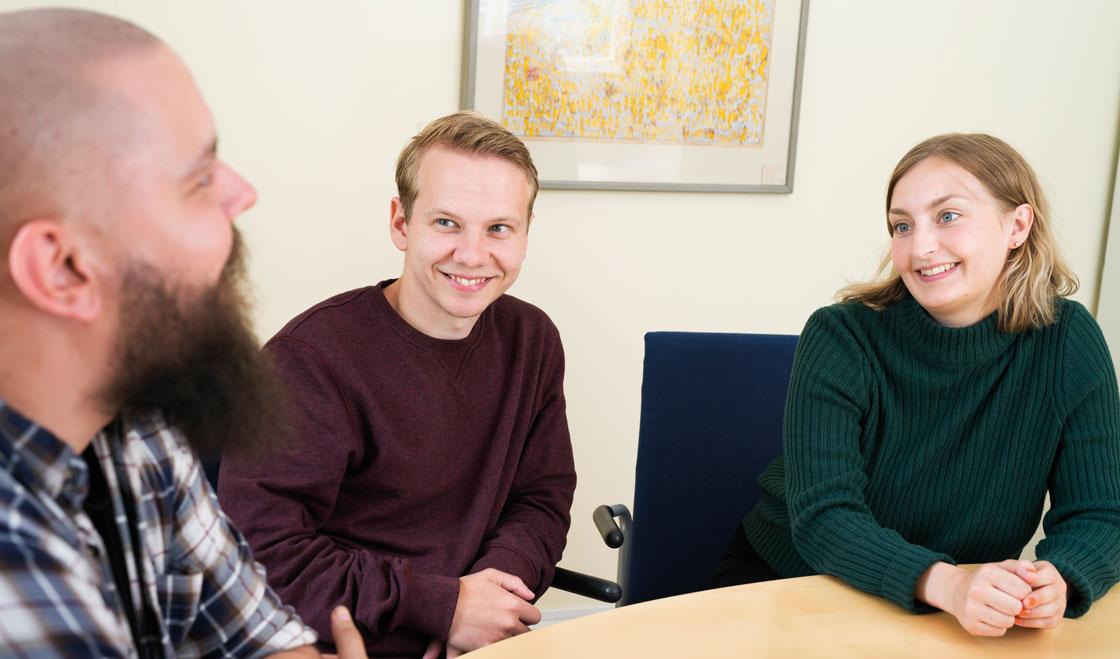 Julius, Edvin och Julia diskuterar hur de förbereder sig inför framtiden som lärare.