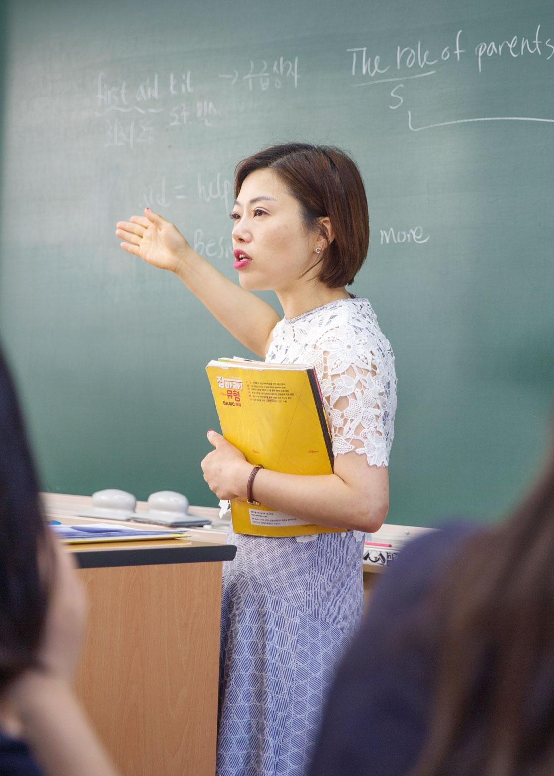 Chloe Kwak tycker att Sydkoreas skolsystem är föråldrat och vill se en förändring.