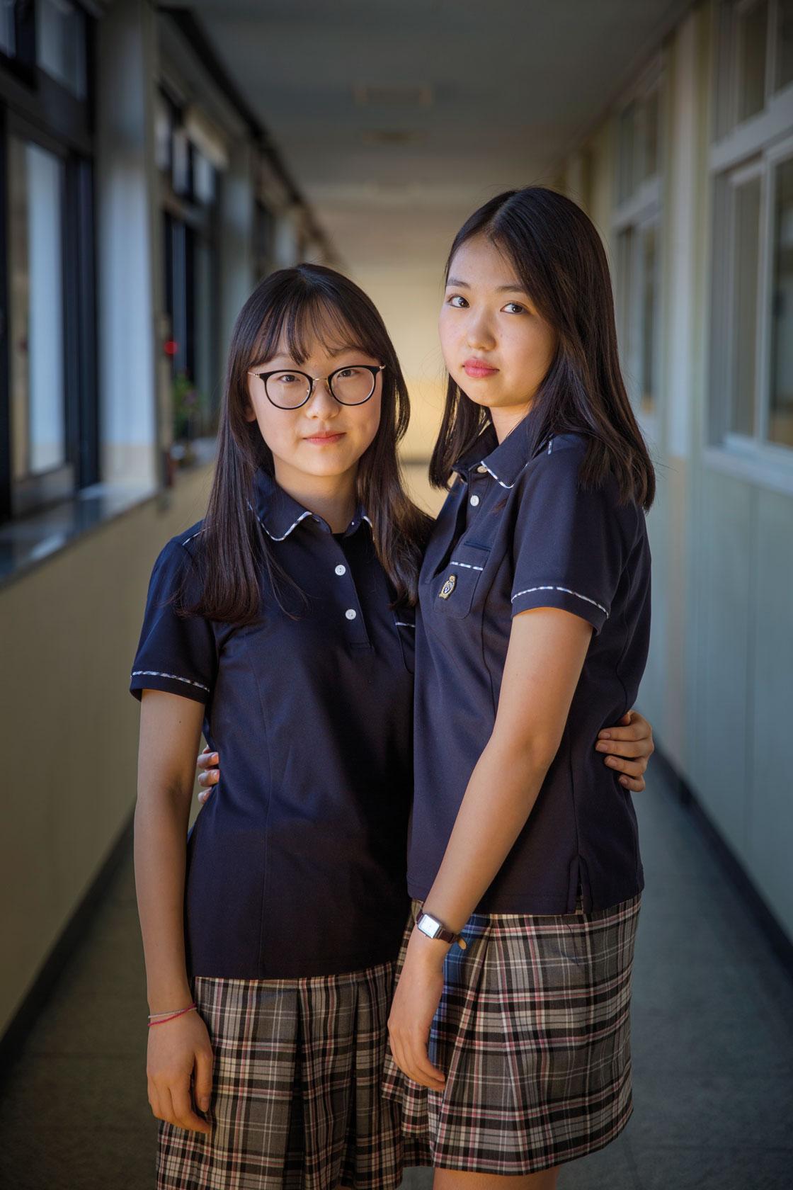 Gymnasieeleverna Sally Kong och Yujin Jo.