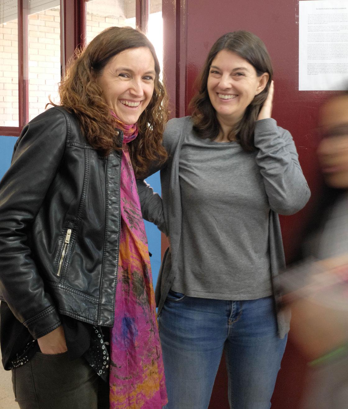 Skolans rektor Raquel Garcia Sevilla (t.h.) tillsammans med professor Teresa Sorde Marti från Universitat Autònoma de Barcelona (t.v.).
