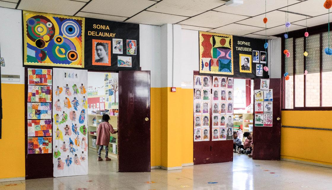 Ett klassrum i skolan Escola Joaquim Ruyra, där femåringarna diskuterar konst. Foto: Per Kornhall