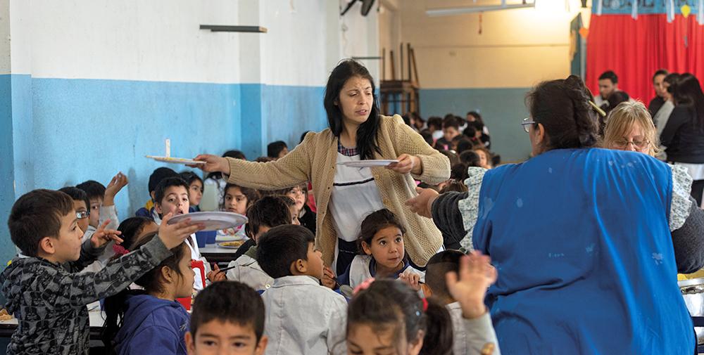 """""""Barnen är hungrigare, på måndagar märker man att många inte har ätit något ordentligt under hela helgen"""", berättar Jimena Barrague. Foto: Felipe Morales"""