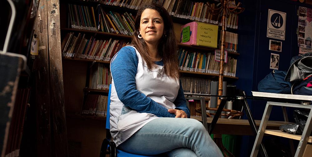 Varje vecka ger Natalia Militi facklig rådgivning på plats i biblioteket. Foto: Felipe Morales