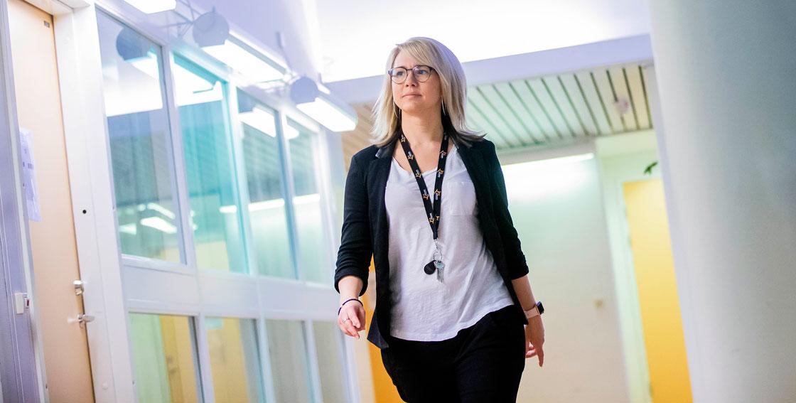 På Lapplands gymnasium jobbar nästan 20 lärare med fjärrundervisning. Eva Öhlund Westerberg arbetar i Jokkmokk.