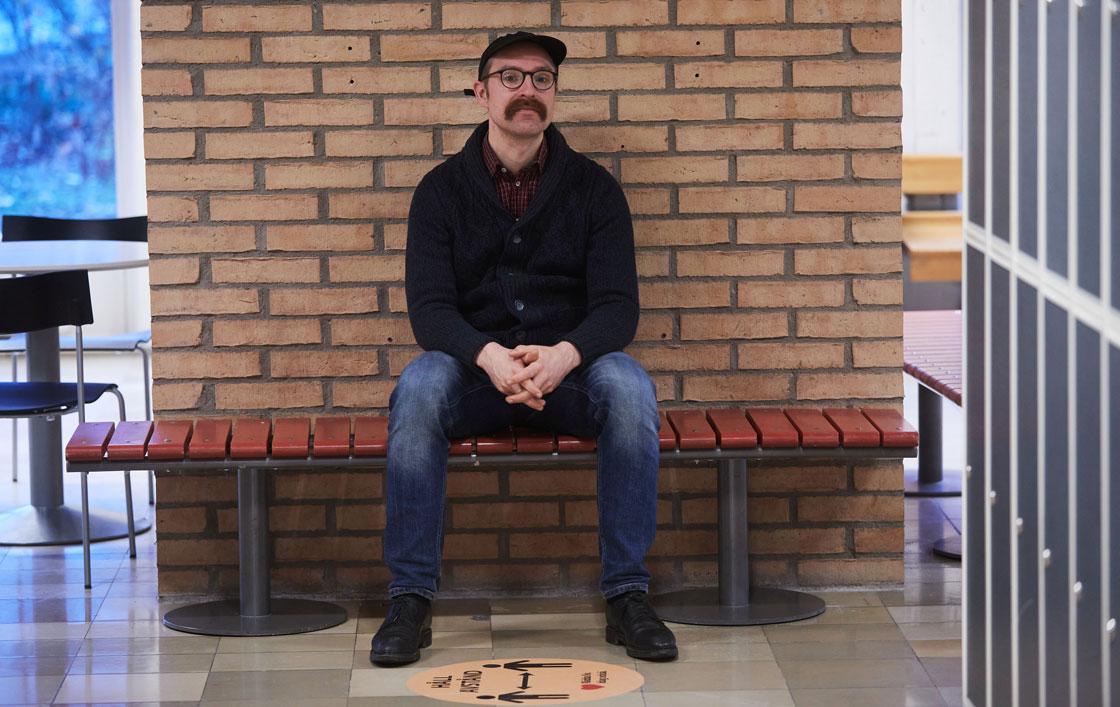 Joel Granström är studie-och yrkesvägledare på språkintroduktionen på Heleneholms gymnasium i Malmö i Skåne.