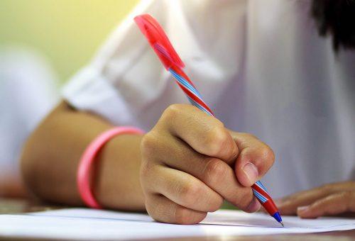 elev skriver prov