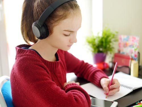 Distansundervisning, flicka, laptop