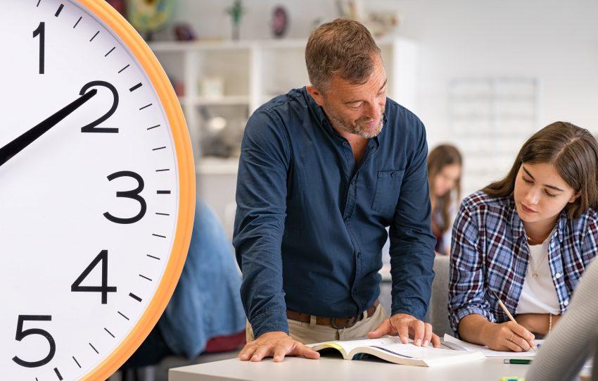 larare-klocka-elev